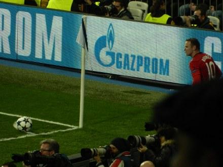 Rooney foi o responsável pelos escanteios, Manchester atacou bastante, mas não saiu com a vitória.