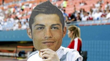 Máscaras Santiago Bernabeu em homenagem a Cristiano Ronaldo